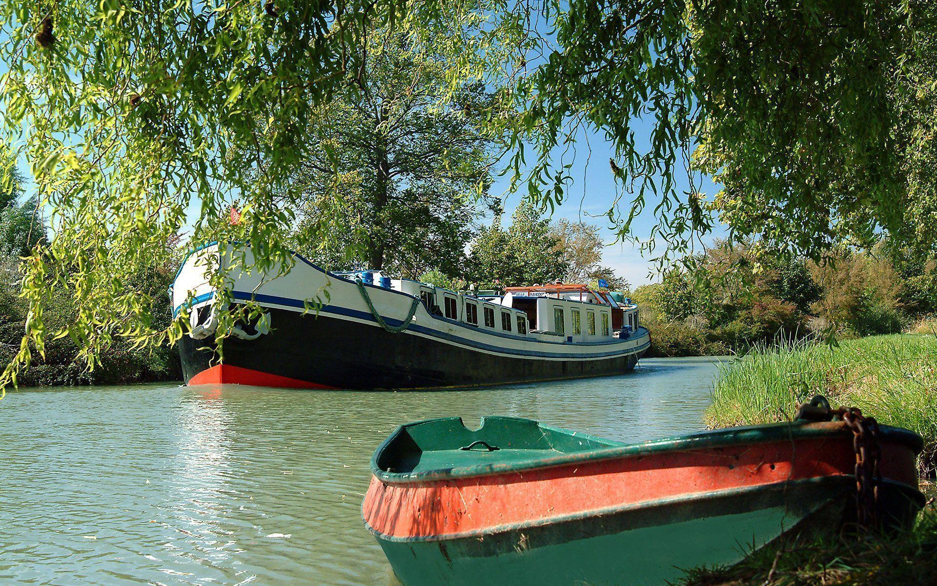Peniche et barque du Canal du Midi