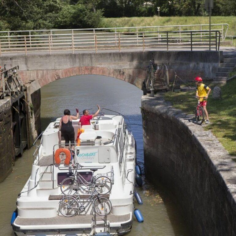 Passage d'écluse sur le canal du Midi