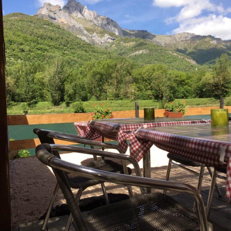 Lac de Géry-Restaurant-Vue Pic du Gar
