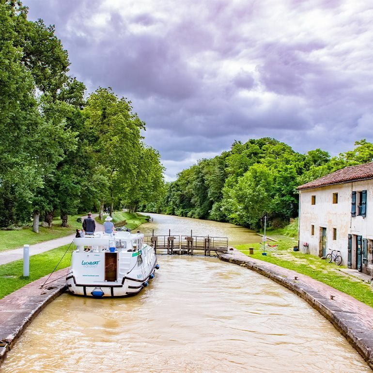 En bateau-CANAL-DU-MIDI-Ecluse ©LoicBel-770x770
