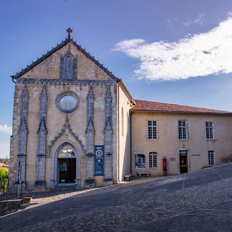 Les Olivetains et Parvis de Saint-Bertrand-de-Comminges-©LoïcBel