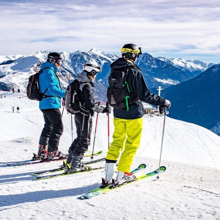 En haut des pistes, ski familial - Superbagneres ©Loïc BEL - BEL ET BIEN VU