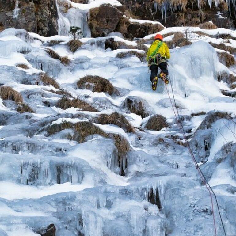 Escalade d'une cascade de glace