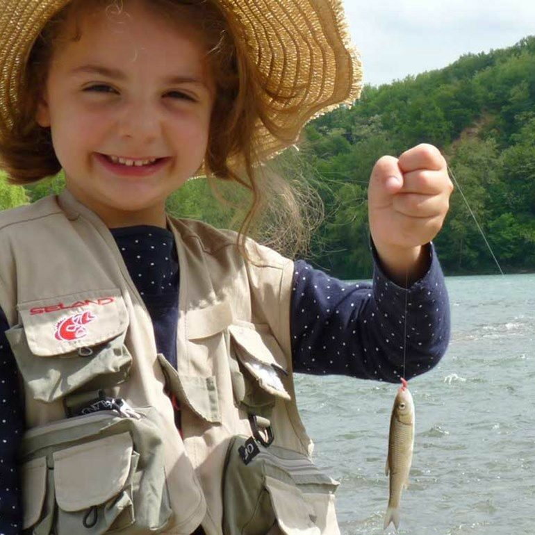 Petite fille à la pêche ©fede-peche31
