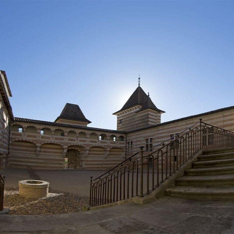 Cour intérieure Chateau Lareole ©ManuelHuynh