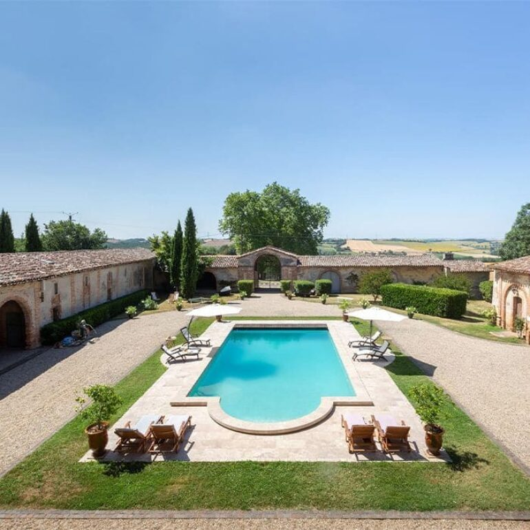 chateau-issus-piscine