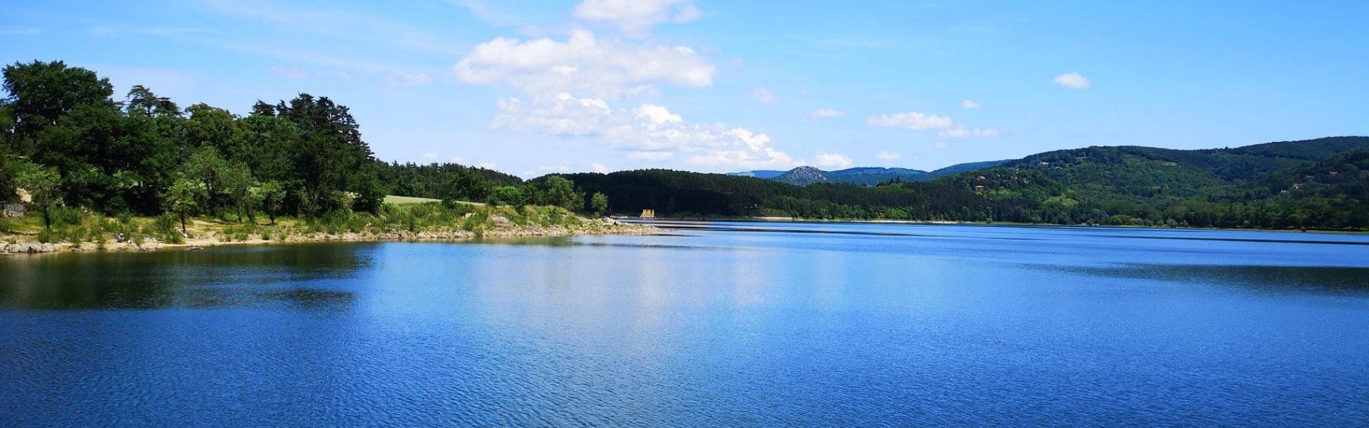 Vue sur le lac de Saint-Ferréol